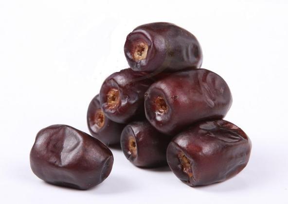 خرما میوه ای سرشار ازاکسیر زندگانی ومناسب برای همه افراد