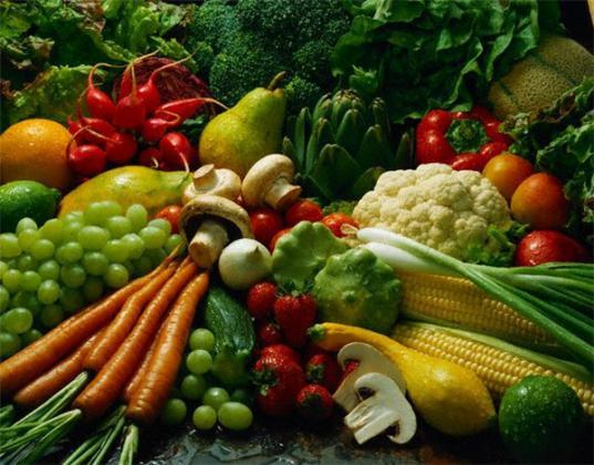 خارج شدن ۲٫۵ تن مواد غذایی از چرخه مصرف در قم