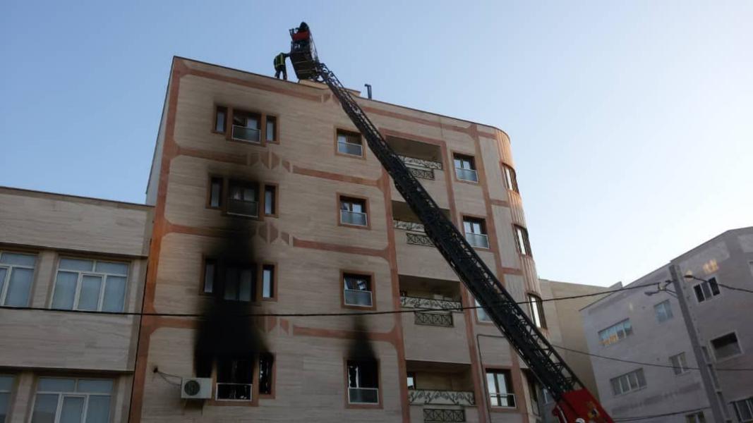 حریق ساختمان ۴ طبقه قم مهار شد/حادثه مصدومی به جای نگذاشت