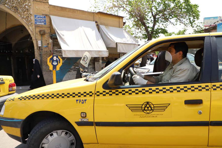 تجهیز تاکسی های بی سیم به دستگاه های کارت خوان در قم