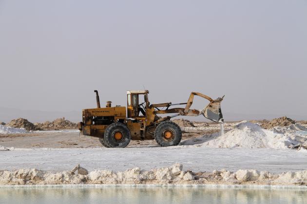 طرحهای مطالعاتی دریاچه نمک پیگیری میشود/ احیای ۱۰ معدن راکد قم