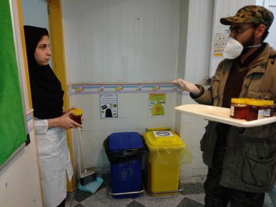 توزیع ۴۰۰ کیلو عسل در بیمارستان های فرقانی و علی بن ابی طالب
