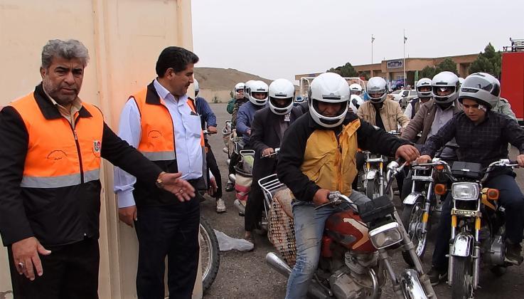 اجرای طرح ارتقا ایمنی راکبین موتورسیکلت و وسائط نقلیه باری در استان قم