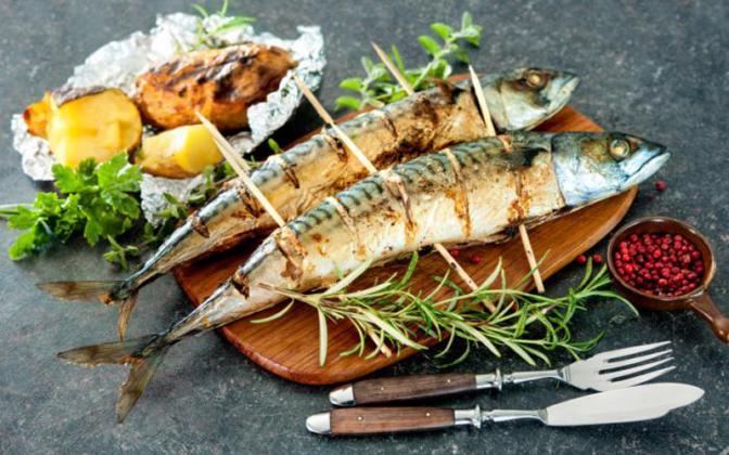 علماء يكشفون فائدة رائعة لتناول السمك ۳ مرات أسبوعيا!