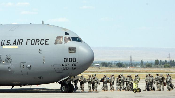 أن الطائرة التي تم إسقاطها بأفغانستان عسكرية تابعة للولايات المتحدة
