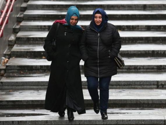 رئیس جمهور اتریش از همه زنها خواست روسری بپوشند