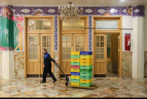 آغاز توزیع غذای گرم تبرکی بین مددجویان بهزیستی استان قم
