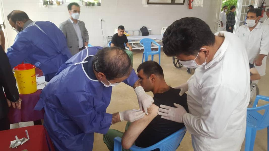 آغاز واکسیناسیون افراد دارای معلولیت ساکن در مراکز بهزیستی قم