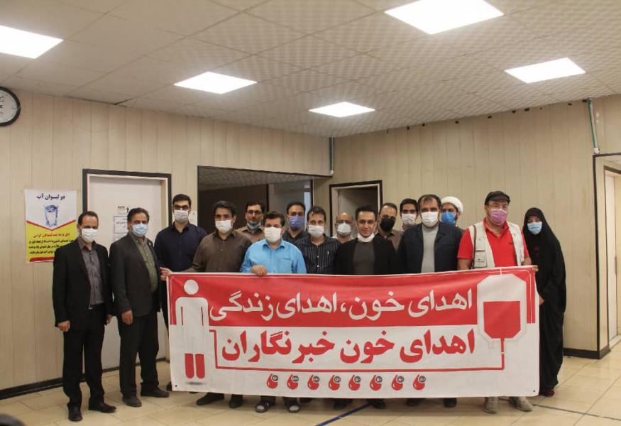 اهدای خون دسته جمعی خبرنگاران قمی به مناسبت ۹ مرداد