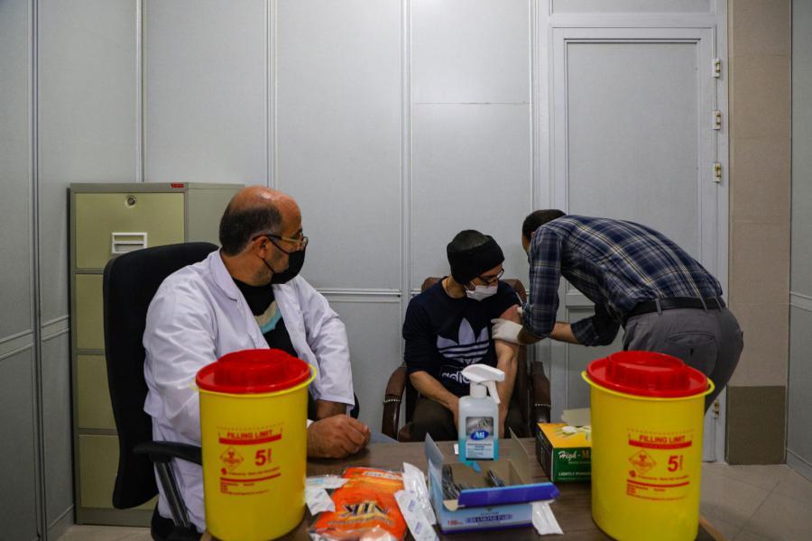 درنخستین مرحله واکسیناسیون:۶۶۳ پاکبان قمی واکسن کرونادریافت کردند